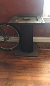wooden table need gone asap pick up only Washington, 20011