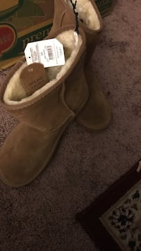Pair of brown fugg boots Size 10 women's  Manteca, 95336