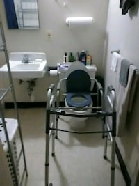 Tiotle seat and Walker Good condition Alexandria, 22314