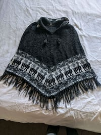 Alpaca wool poncho handmade in Peru only worn twice, soft nice & warm