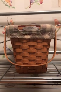 Longaberger 2006 Dresden Basket. Price is negotiable. Includes liner and protector Martinsburg, 25404
