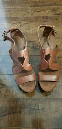 Camel leather platform Sandals Toronto