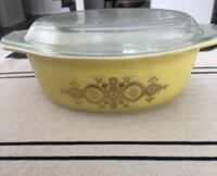 Rare vintage Pyrex (yellow and gold casserole dish Caledon