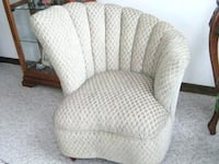 clam shell vintage chair Phoenixville, 19460