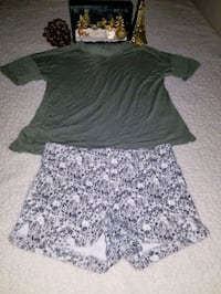 OLD NAVY size 7-8 years in excellent condition $ 3 dollars for the two