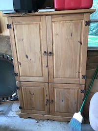 Wood cabinet (please pick up if interested in item)