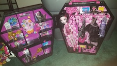 Monster High doll set in coffin case