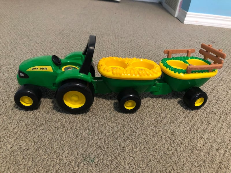 John Deere Toy Car 06bcfe7b-ece4-4140-b8fd-d387be2fdee3