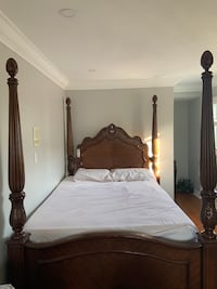 Solid Wood Bedset. Includes full bedset. Mississauga, L4T 4C7