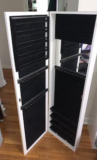 Over the Door Jewelry Organizer New York, 10029