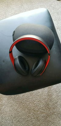 black and red corded headphones Woodlawn, 21244