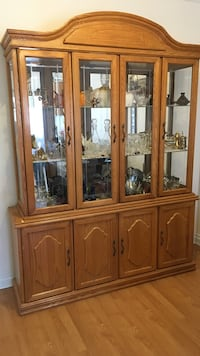 Brown wooden clear glass display cabinet Montréal, H4L 3S9