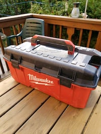 """Milwaukee 26"""" inch Toolbox - Holds 200 LBs - 8/10 Vaughan, L6A 1H3"""