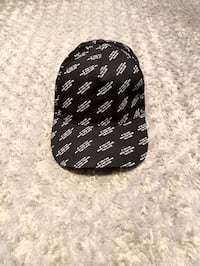 Men's Forever 21 baseball cap like new condition!
