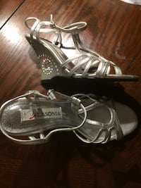 pair of silver-colored open-toe heels Longueuil, J4G