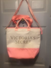 NEW NEVER USED VICTORIAS SECRETS TOT BAG WITH LOTS OF COMPARTMENTS. Excellent condition ! Pasco, 99301