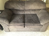 2 seater couch, super comfy, good condition  Englewood, 80111