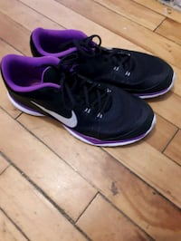 pair of black-and-pink Nike running shoes Montréal, H4L 2X5