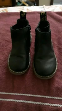 Boys size 10 shoes  Martinsburg, 25401