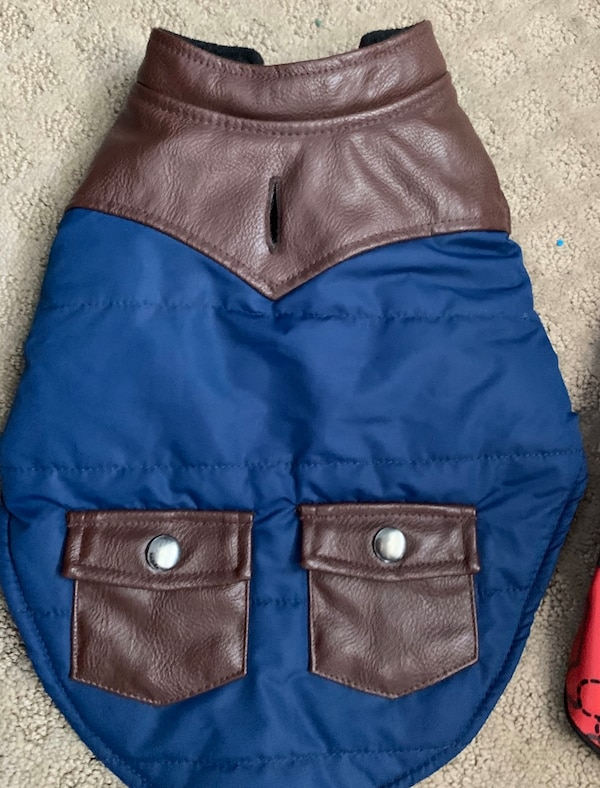 Dog small jackets in good condition cbdc9c9d-f519-47f4-9116-69d00cfe108e