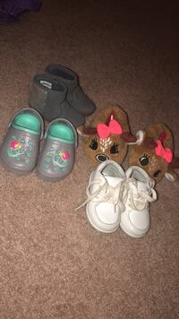toddler's three pairs of shoes Hinesville, 31315