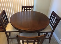 5 pieces counter height dining set/ extendable table Mississauga, L5N