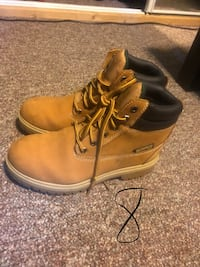 Men's work boots size 8  Methuen, 01844