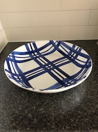 LARGE CERAMIC SERVING BOWL Toronto, M4V 2C1