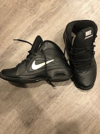 Slightly used Nike air VISI pro 3 size 6.5 551 km