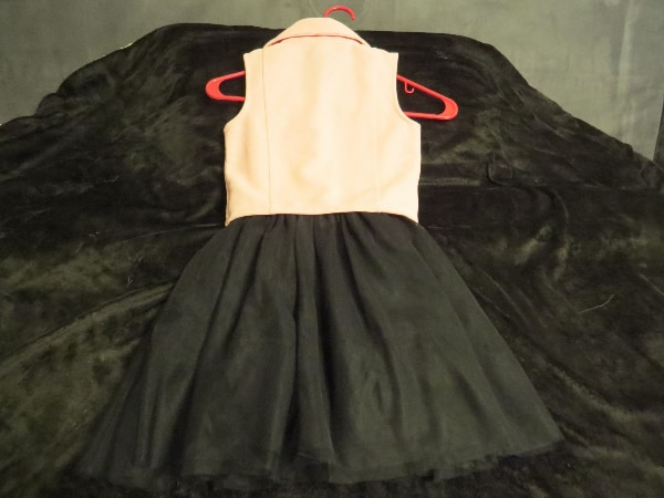 THIS IS A GIRLS BEAUTIES SIZE 7 DRESS.  BRAND NEW.      ASKING $30.00 91d94925-93bd-4d4d-9700-c42feafcee16