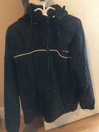Water proof jacket size medium great shape ,with hood rain coat medium Saanichton, V8M