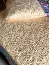 New queen size quilt set. Includes 2 shams and a reversible quilt   Beautiful well made set Helena, 35080