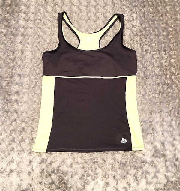 Women's RBX tank paid $28 size Large like new with built-in bra afaf709e-61b0-4b3e-ab7c-abd73da755b1