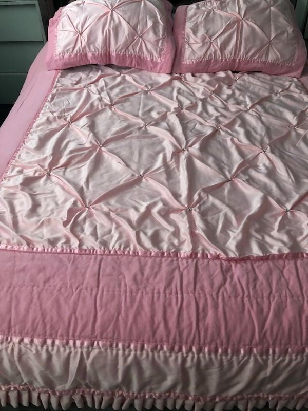 Double size bed cover with rain stone  almost new  8c49ad07-6765-40db-90e4-1a1db0d3435b