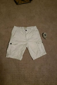 White Knee Length Cargo Shorts w/ Belt Calgary, T3K