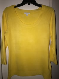 yellow scoop-neck long-sleeved shirt