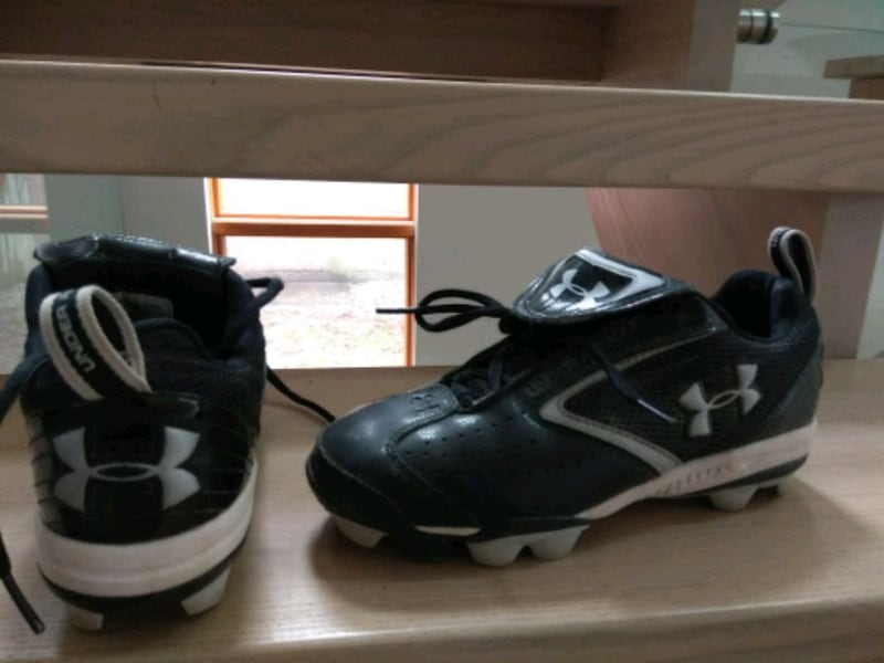Under armour Baseball cleats size 5Y, under armour 85da56d1-ede8-45a6-9844-6958b717cab7
