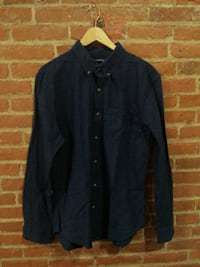 Navy blue button up shirt St. Catharines, L2R 3M2