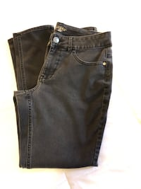 EUC- Ladies Lee Ryder Size 10P Black Skinny jeans $2