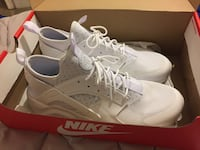 Pair of white nike huarache with box The Colony, 75056