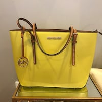 women's yellow leather 2-way bag Chicago, 60617