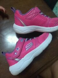 Pink and purple like new size 5C sketchers Norwalk, 90650