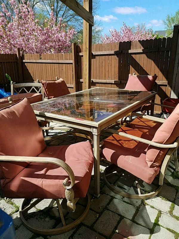 Patio set with chairs 9c56c3be-fa46-4bf0-9db0-908de925151f