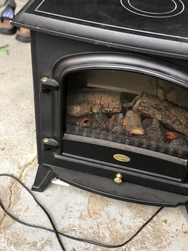 Dimplex electric fireplace. Works perfectly. Excellent condition. I have no room for it. 3765b543-a223-4a6f-aec1-0e7972d1d129