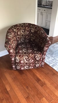 Swivel tub chair like new  Mississauga, L5N 3W4