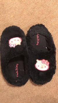 Hello kitty slippers Lakeshore, N0R