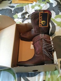 New Girls size 8 boots
