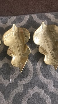 two gold-colored leaf trays Las Cruces, 88001