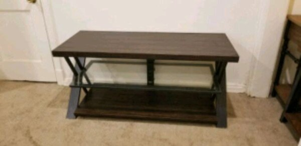 Entertainment stand 2dfe8a17-5ca6-4a73-9426-3feb763ed680