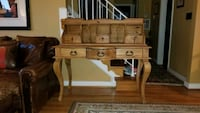 Wood desk with hutch. Must go! Alexandria, 22304